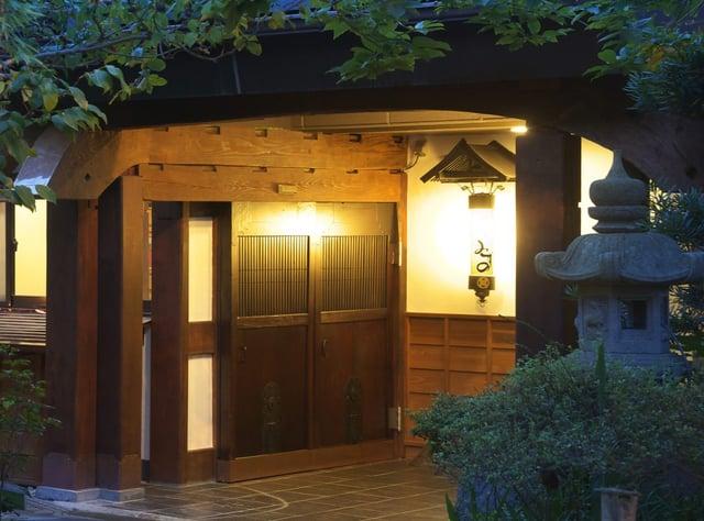 2棟の古民家を移築・再生してリニューアルした、熱海にある温泉旅館「竹林庵 みずの」